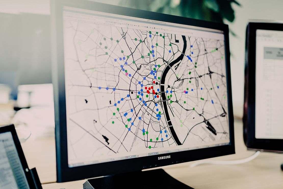 Digitale Landkarten weltweit aus aktuellen Straßendaten von TomTom