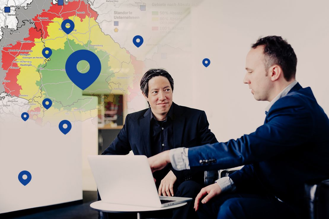 Colleagues discuss data analysis with WebGIS/ Online GIS WIGeoWeb