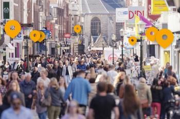Standort-Pins in Fußgängerzone stationärer Handel