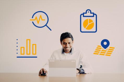 Mitarbeiter am Laptop, der Daten mit WIGeoWeb analysiert